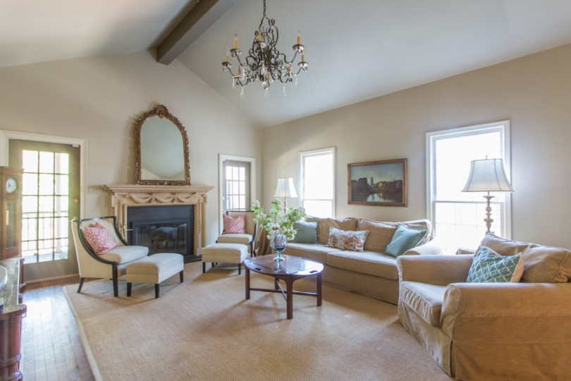 staging your house for sale Lesa Bell