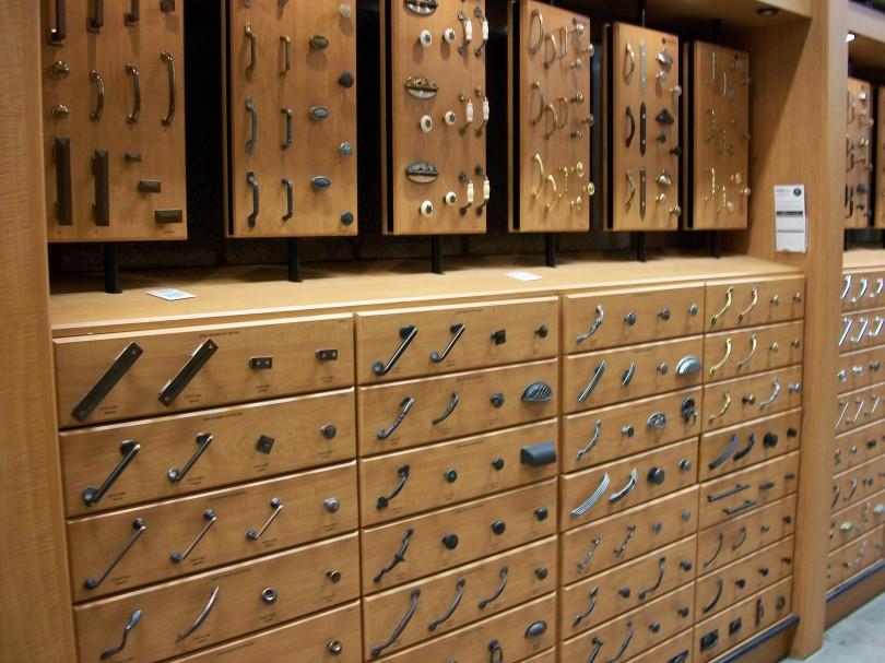 Kitchen_cabinet_hardware_2009