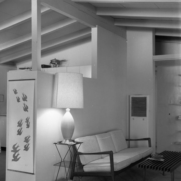 Mid-Century_Modern_Home_with_open-beam_ceiling_1960